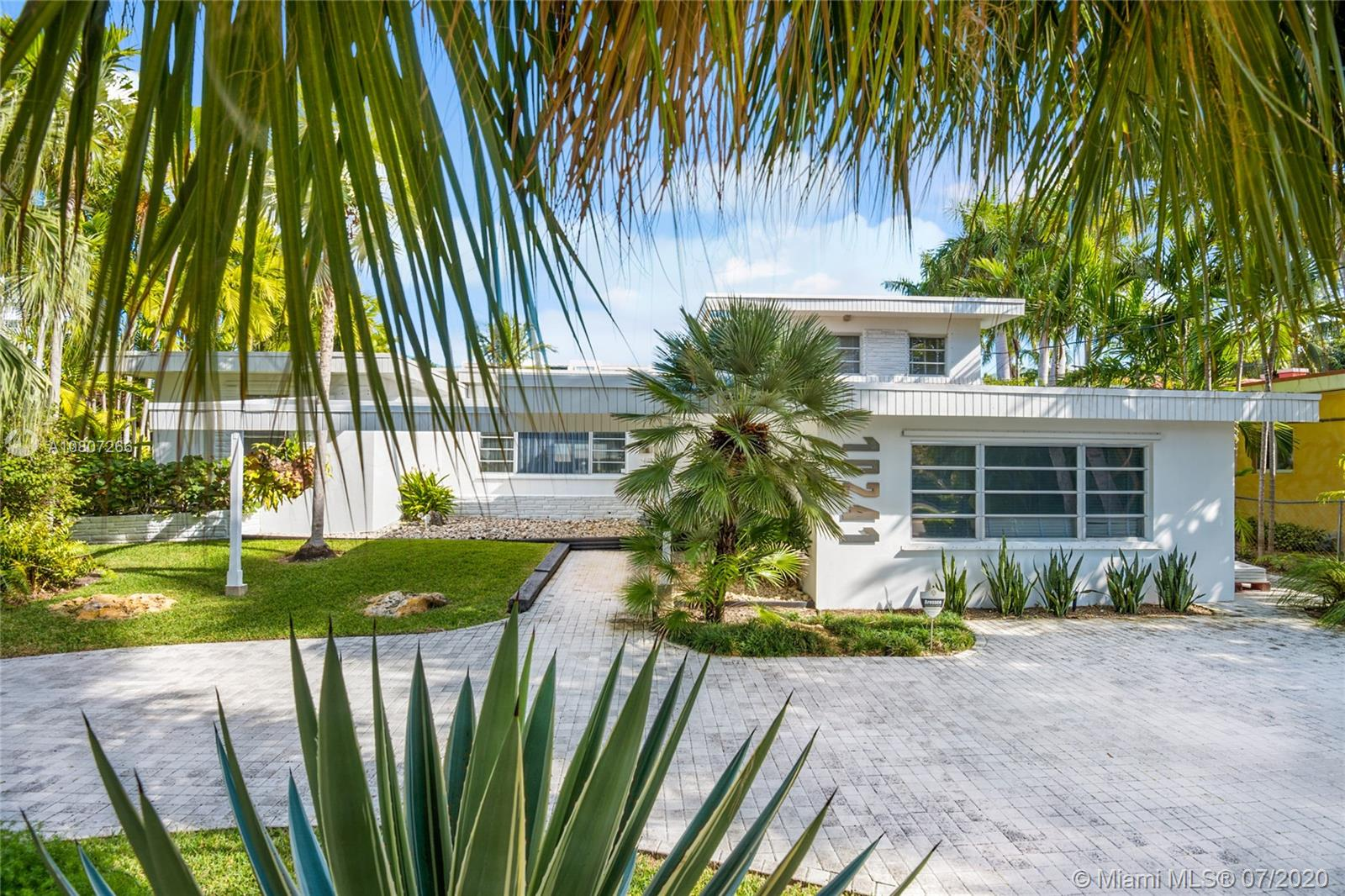 10241 E Broadview Dr Property Photo - Bay Harbor Islands, FL real estate listing