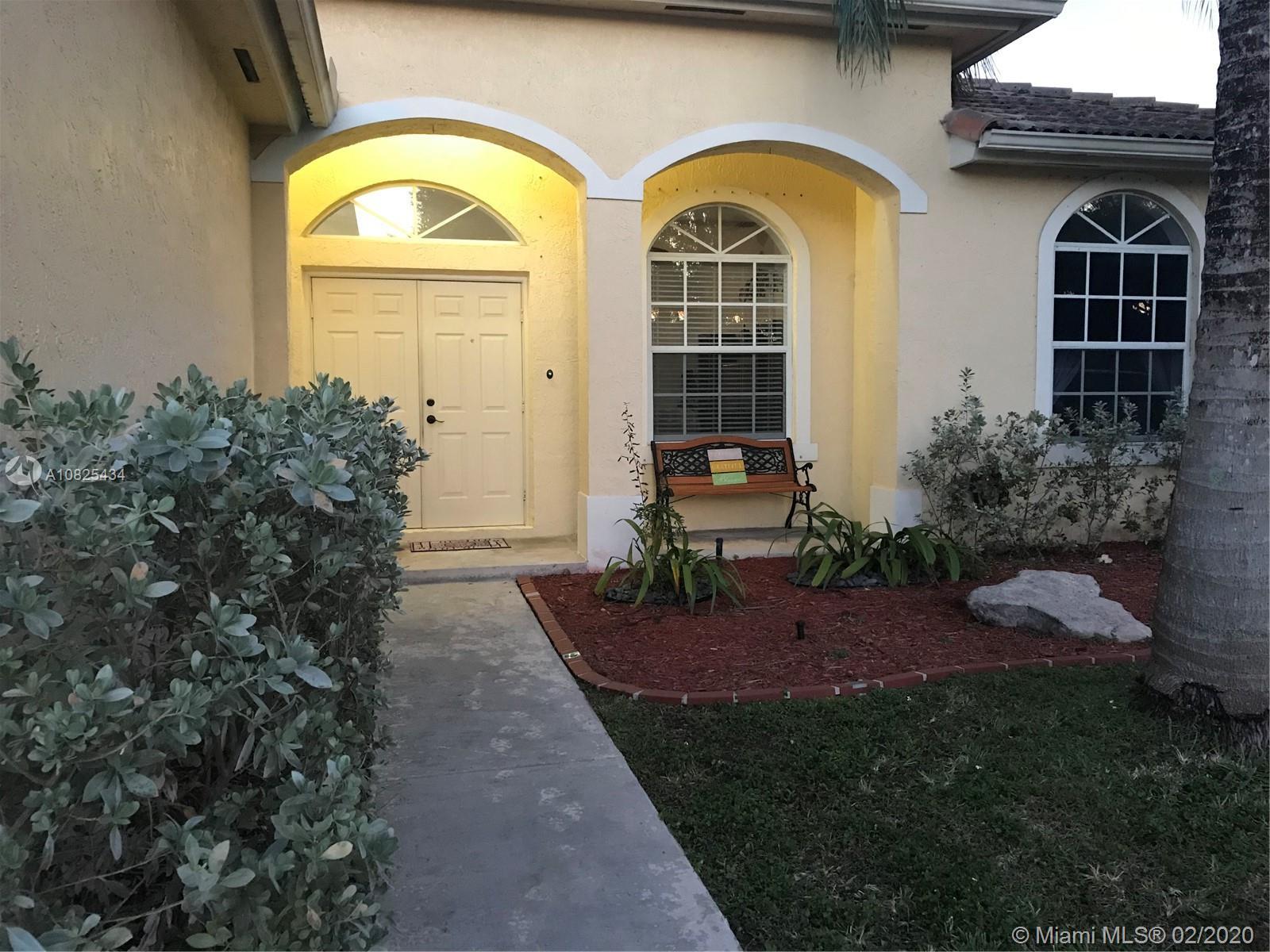 595 SE 28th Ln Property Photo