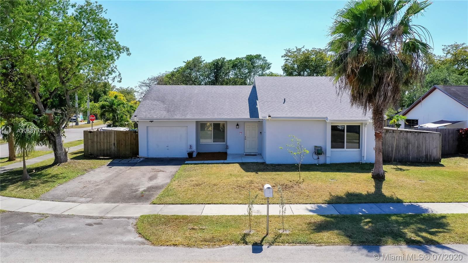 986 S Bluebird Ln Property Photo - Homestead, FL real estate listing