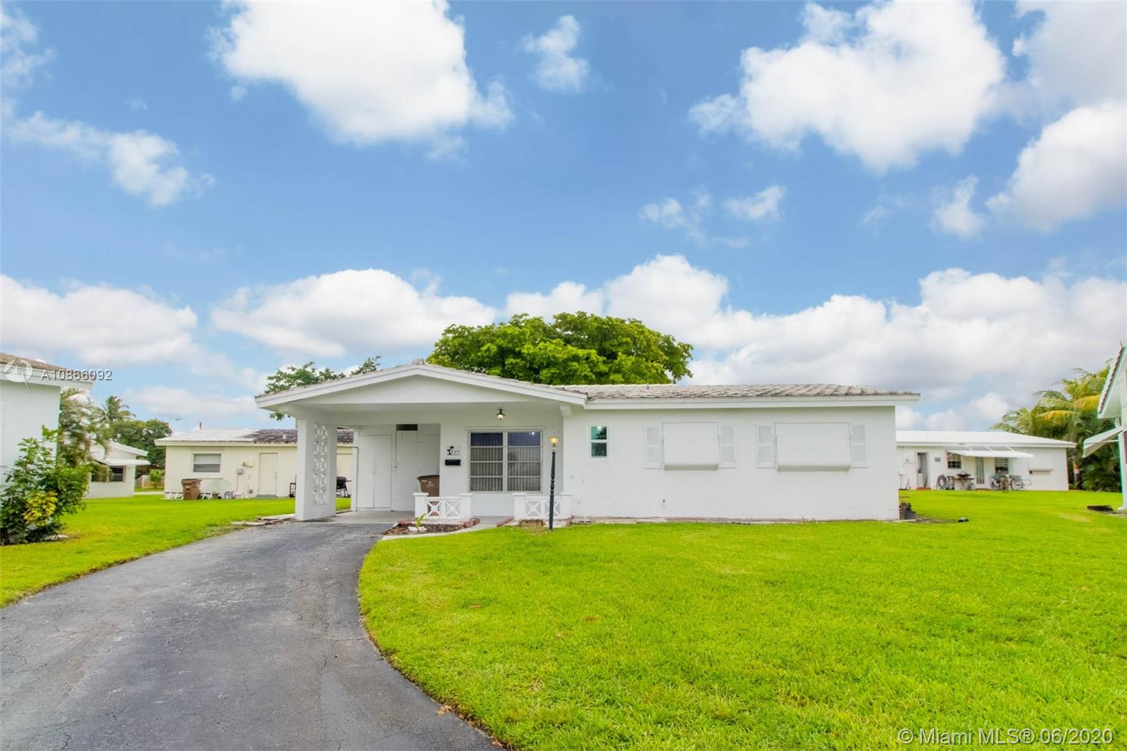 4271 NW 1st Ter Property Photo - Deerfield Beach, FL real estate listing