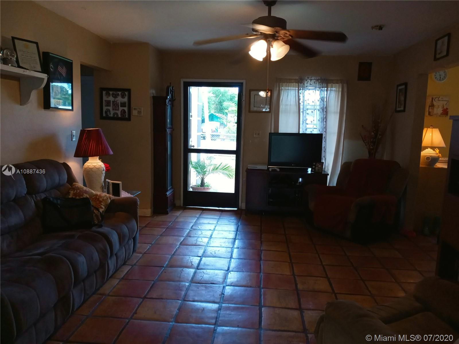 426 NW 7th Ave Property Photo - Homestead, FL real estate listing