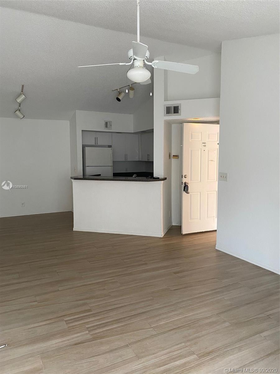 3480 Pinewalk Dr #133 Property Photo