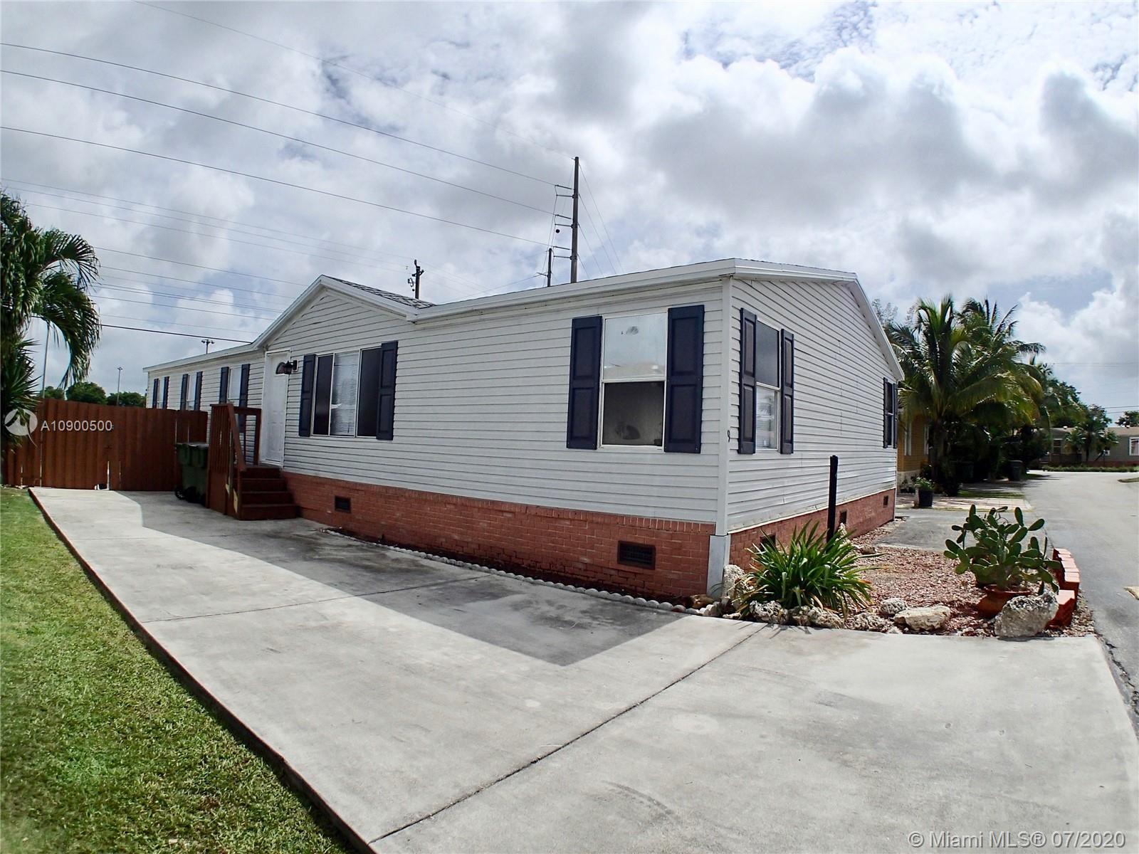 220 NE 12th Ave #9 Property Photo