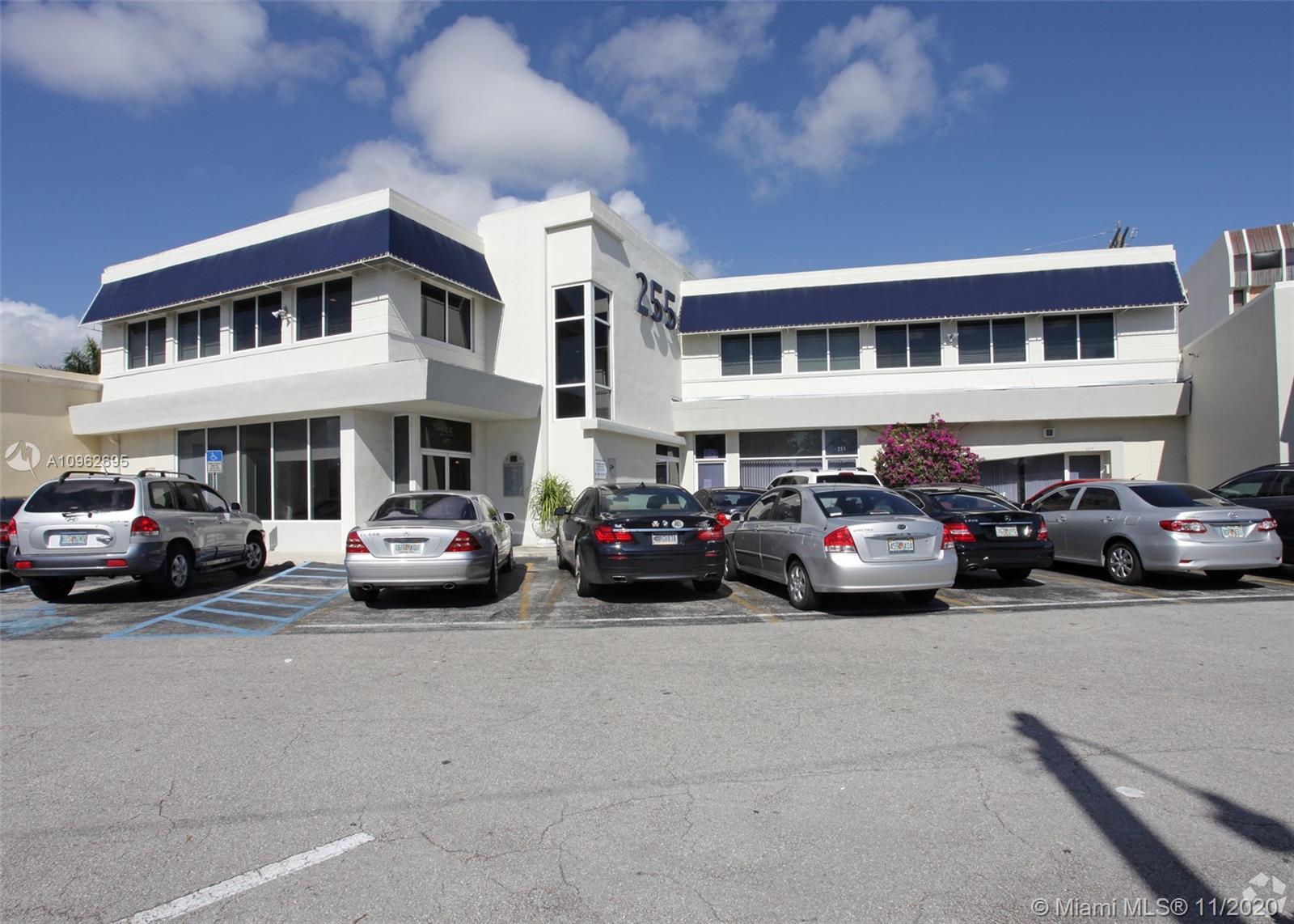 255 University Dr Property Photo