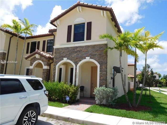 3204 Se 7th St #3204 Property Photo