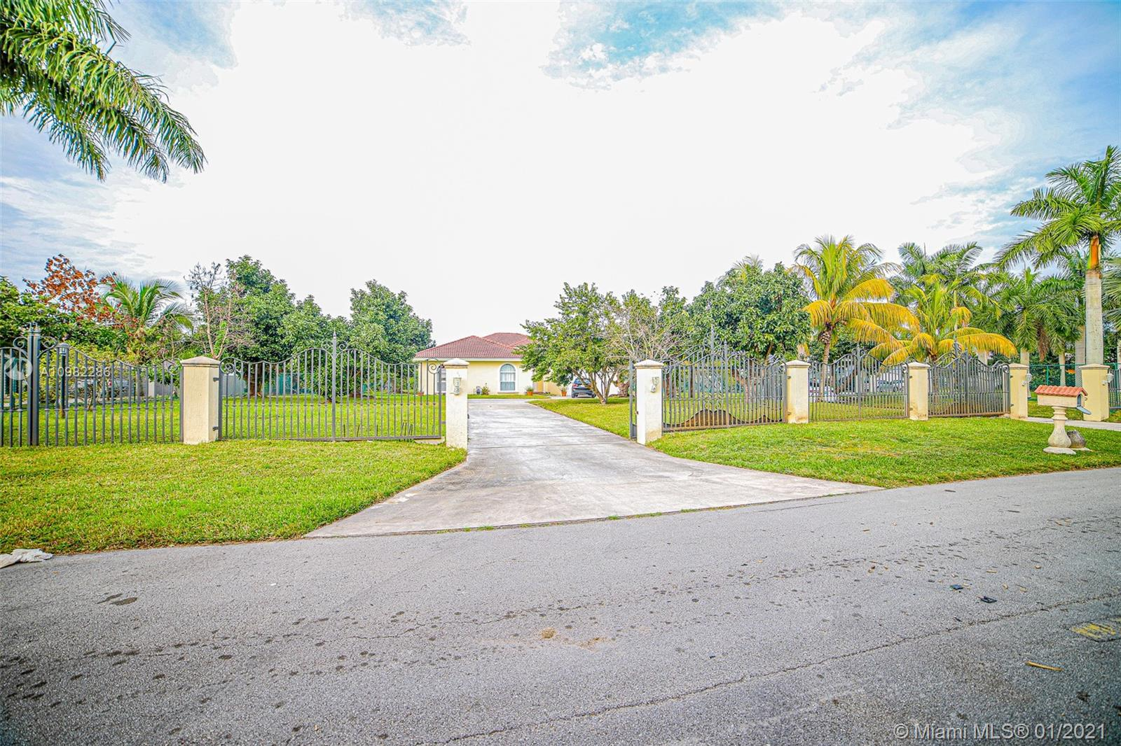 15563 SW 276th St Property Photo - Homestead, FL real estate listing