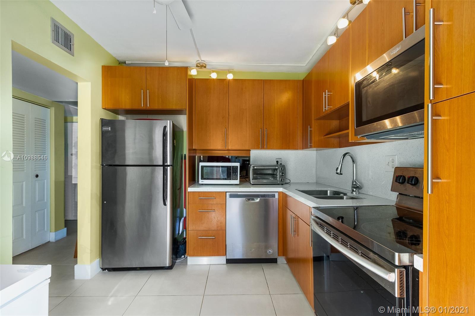 5950 Del Lago Cir #111 Property Photo