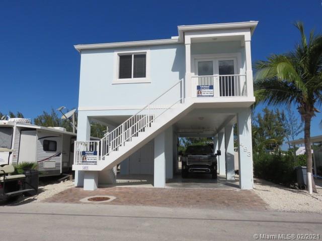 325 Calusa St Property Photo