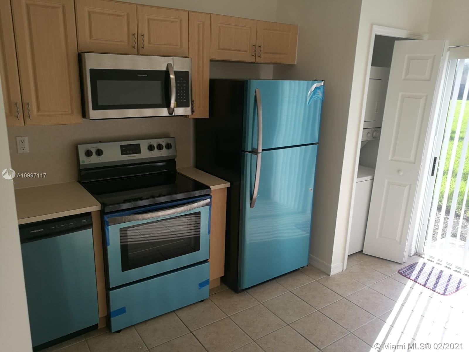 940 Ne 34th Ave #103 Property Photo