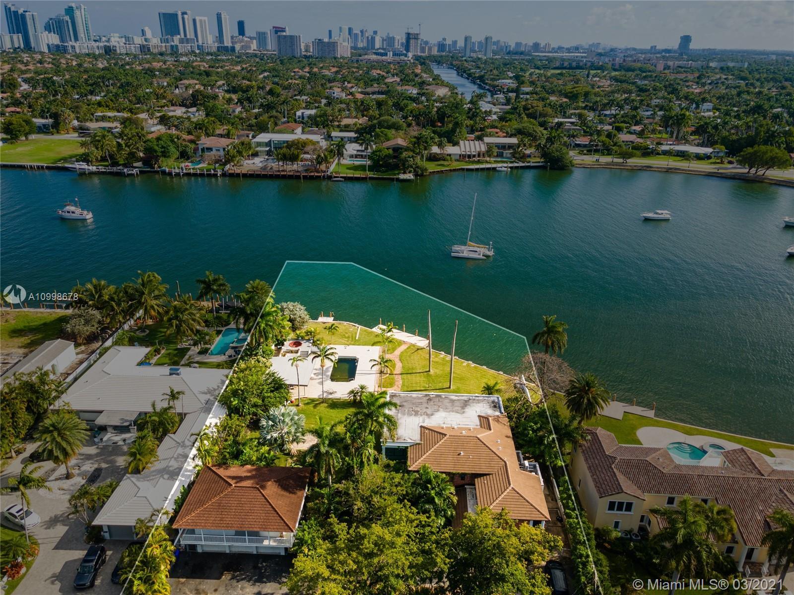 1140 N Southlake Dr Property Photo