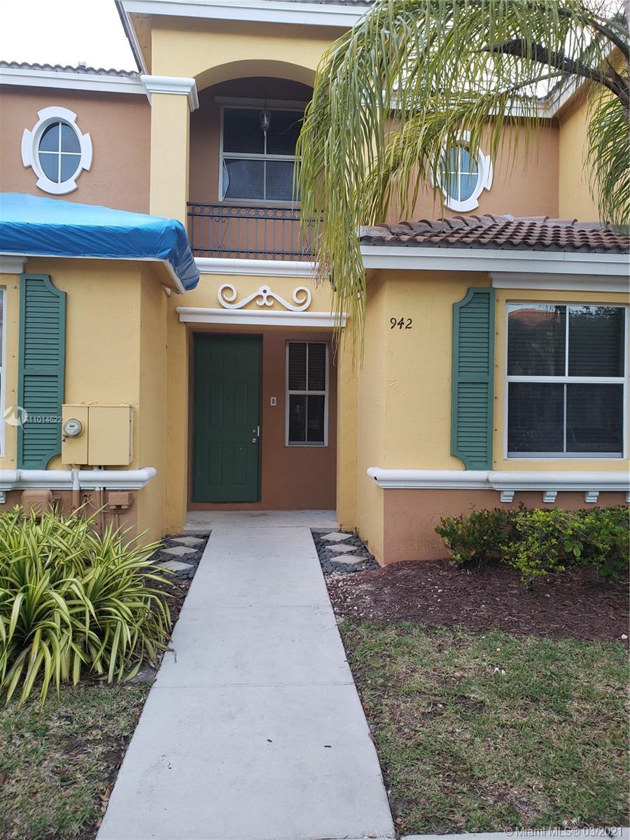 942 Ne 42nd Pl #942 Property Photo