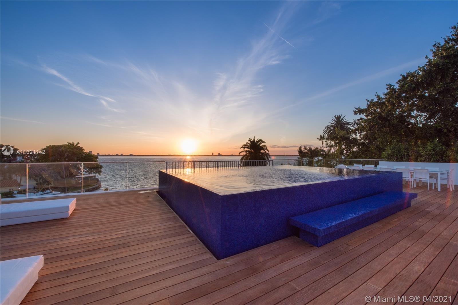 5004 N Bay Rd Property Photo