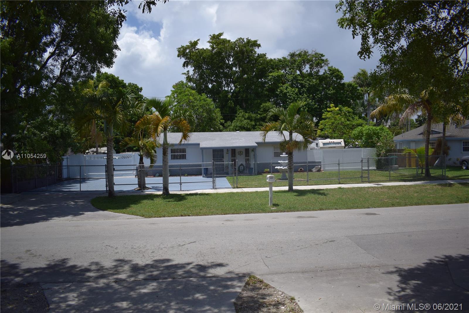 646 Sw 7th St Property Photo 1