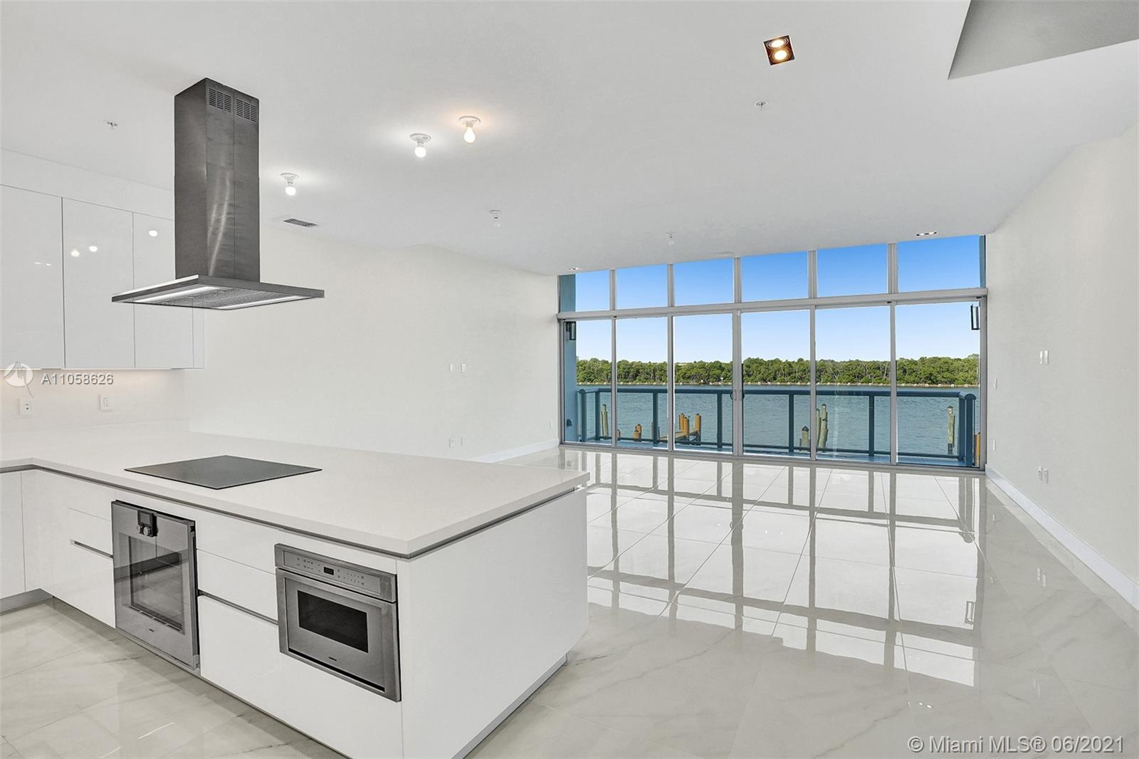2830 N Ocean Dr Property Photo 1
