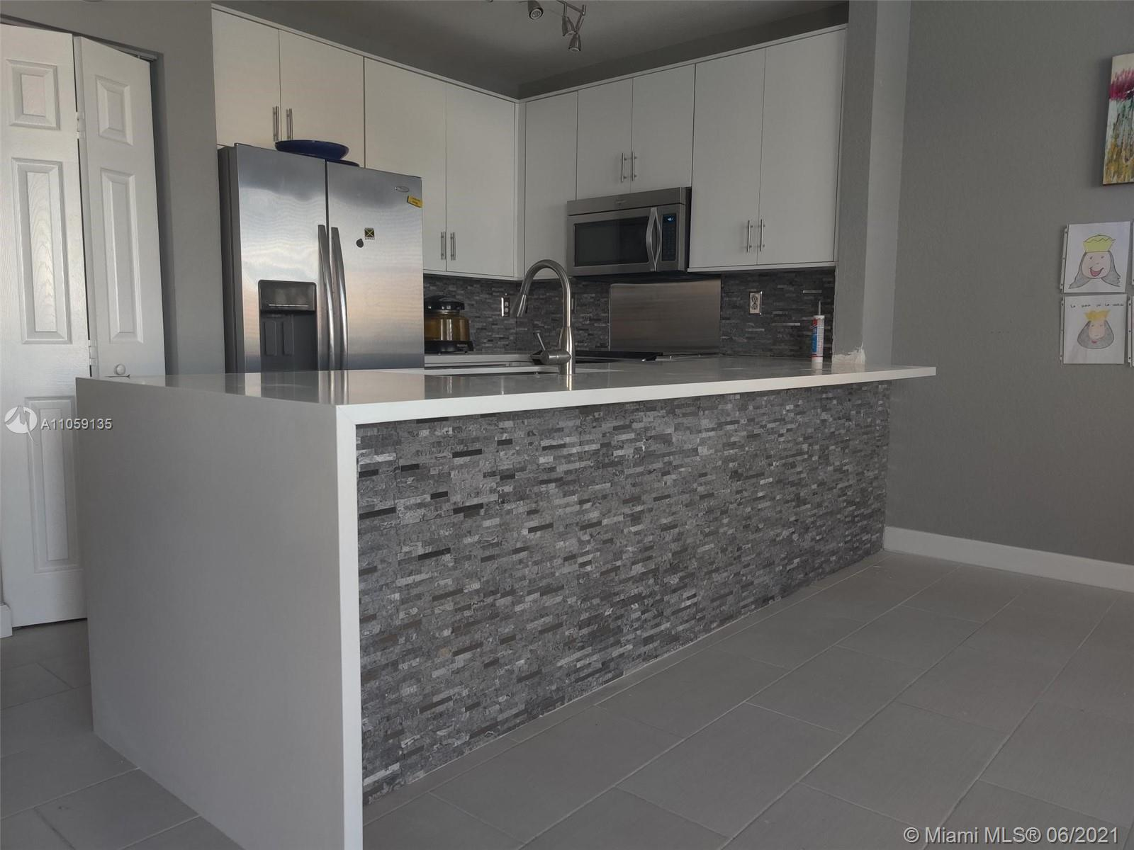 967 Ne 42nd Ave #967 Property Photo 1