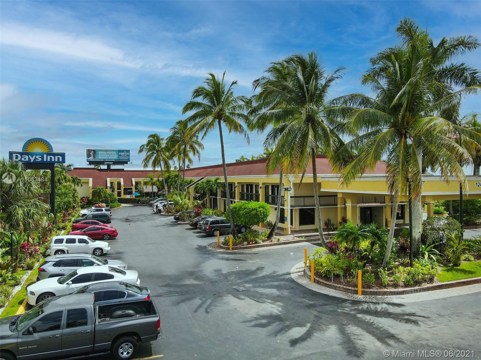 124 E Palm Dr Property Photo 1