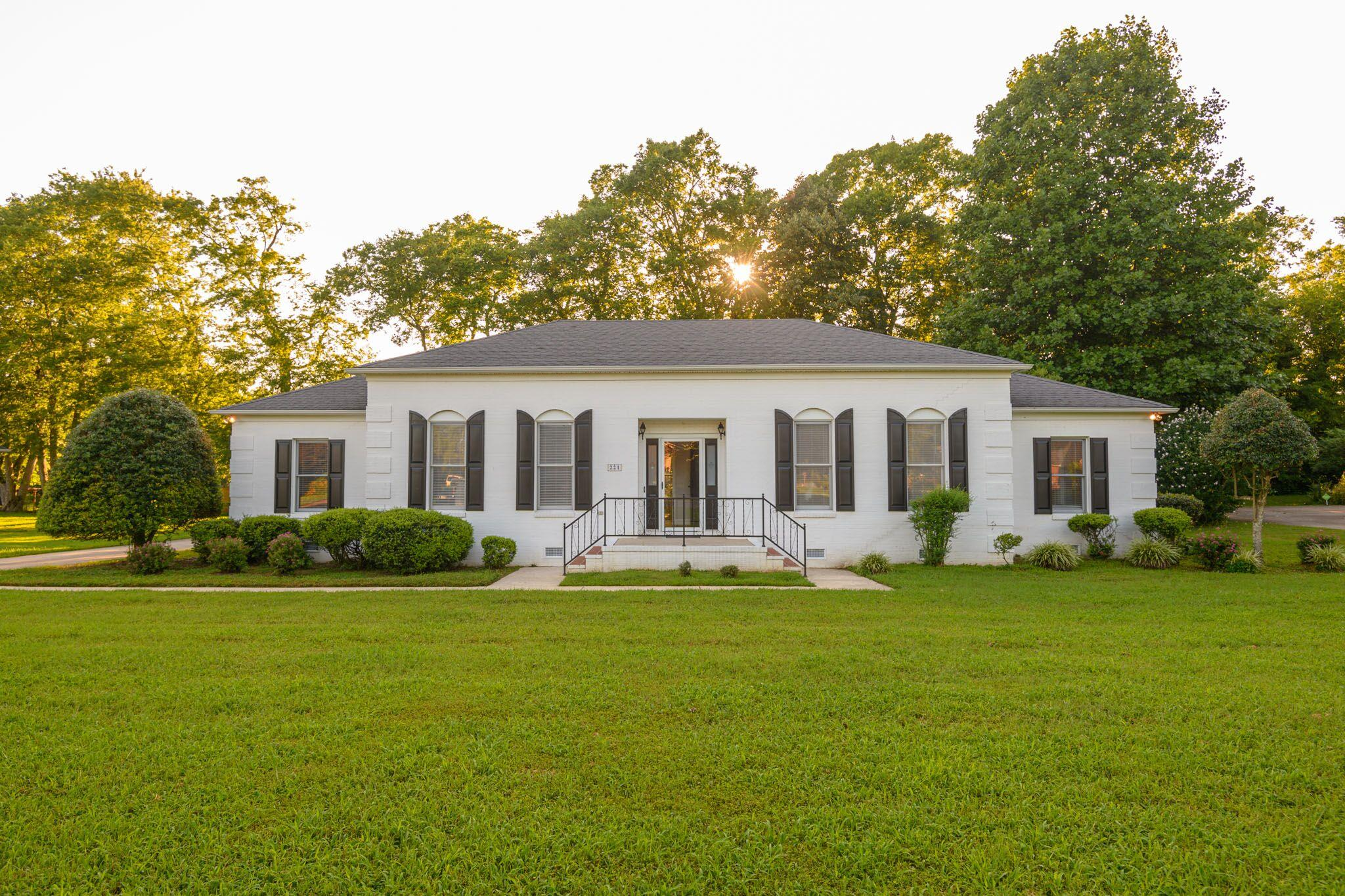 221 Megan Cir, Shelbyville, TN 37160 - Shelbyville, TN real estate listing