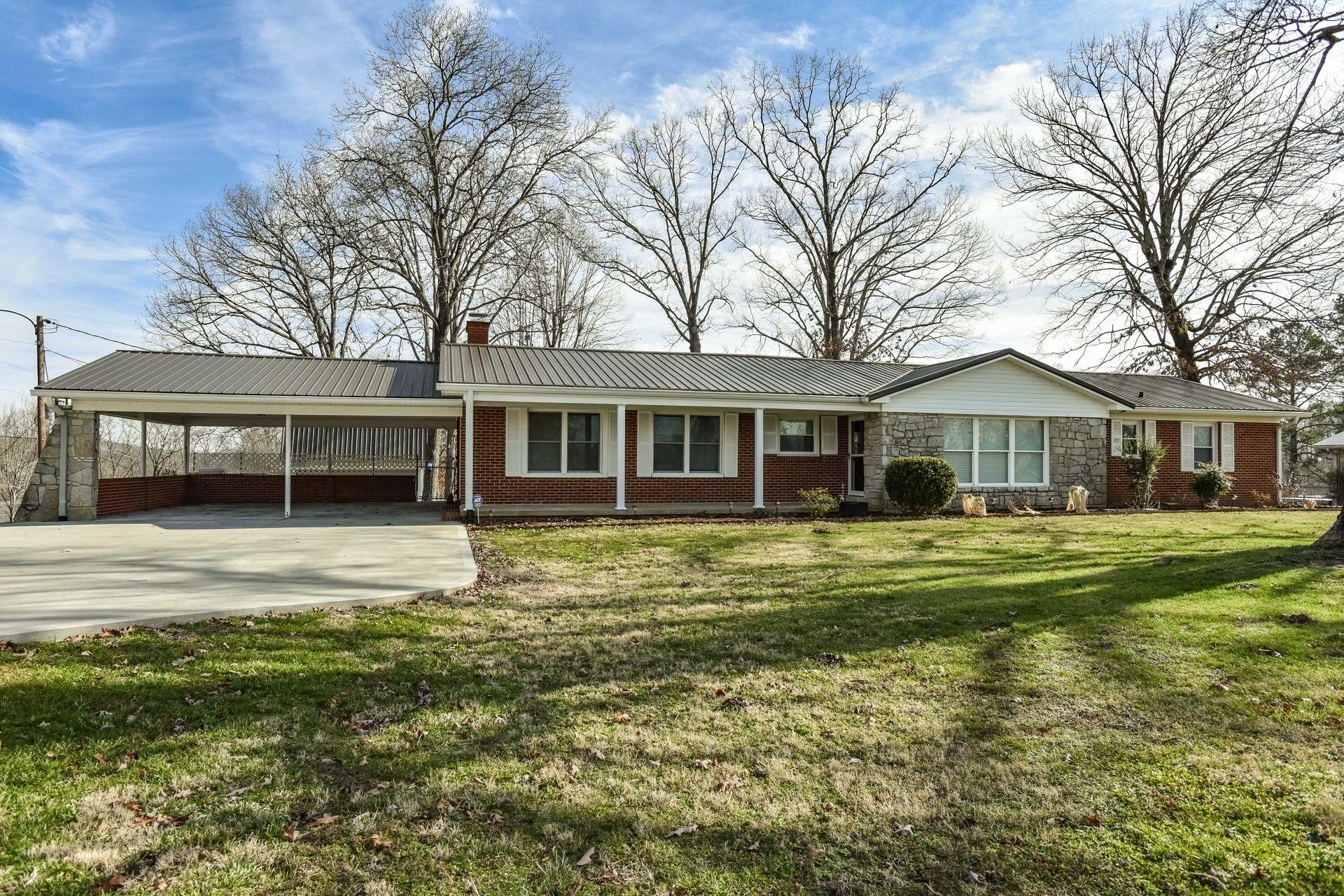 1072 Highway 100, Centerville, TN 37033 - Centerville, TN real estate listing