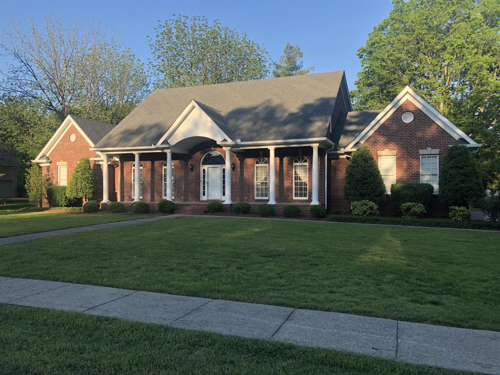 1046 Grassland Chase Dr, Gallatin, TN 37066 - Gallatin, TN real estate listing