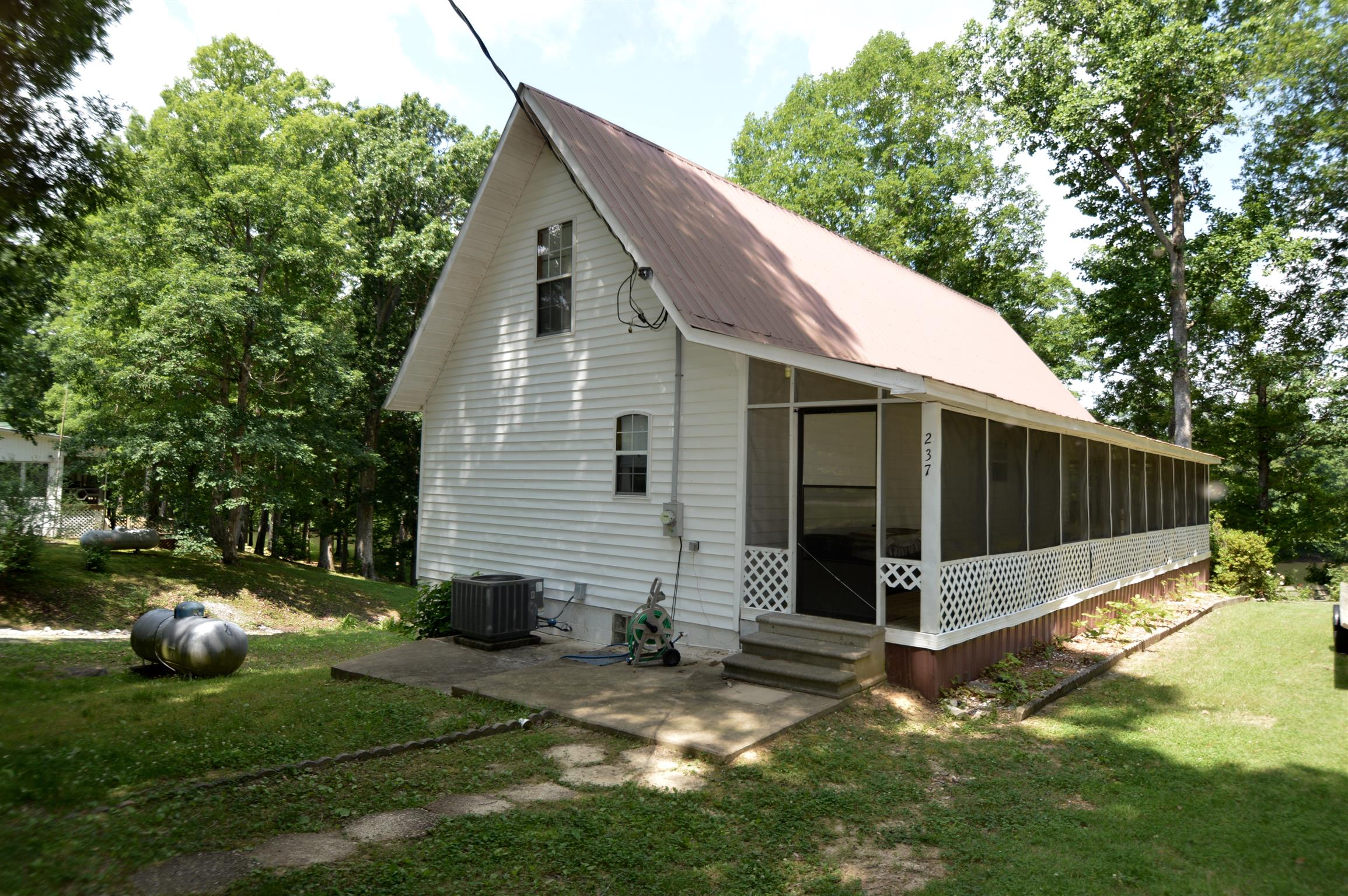 237 Camp Nix Rd, Lobelville, TN 37097 - Lobelville, TN real estate listing