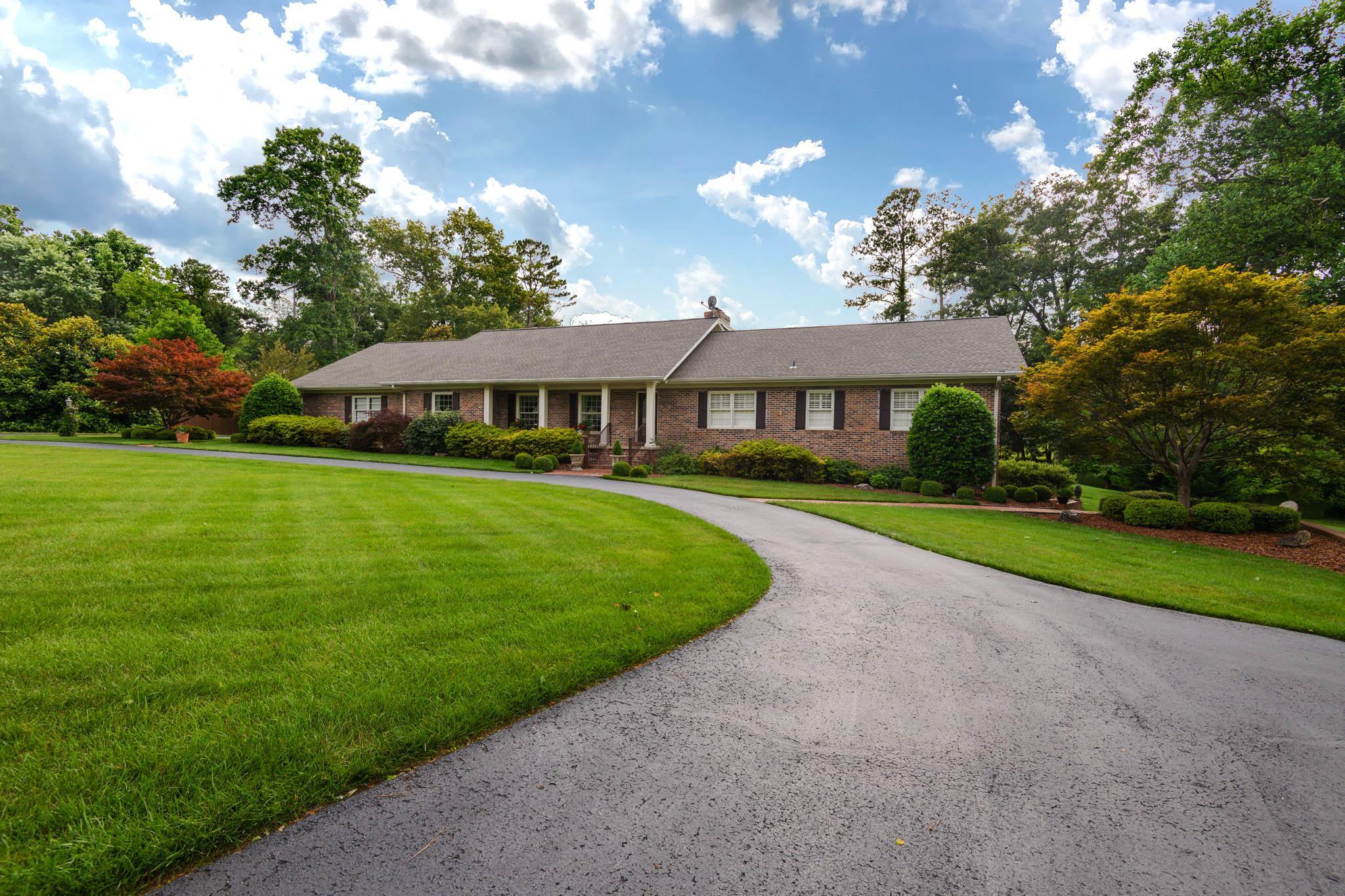 211 Lake Circle Dr, Tullahoma, TN 37388 - Tullahoma, TN real estate listing