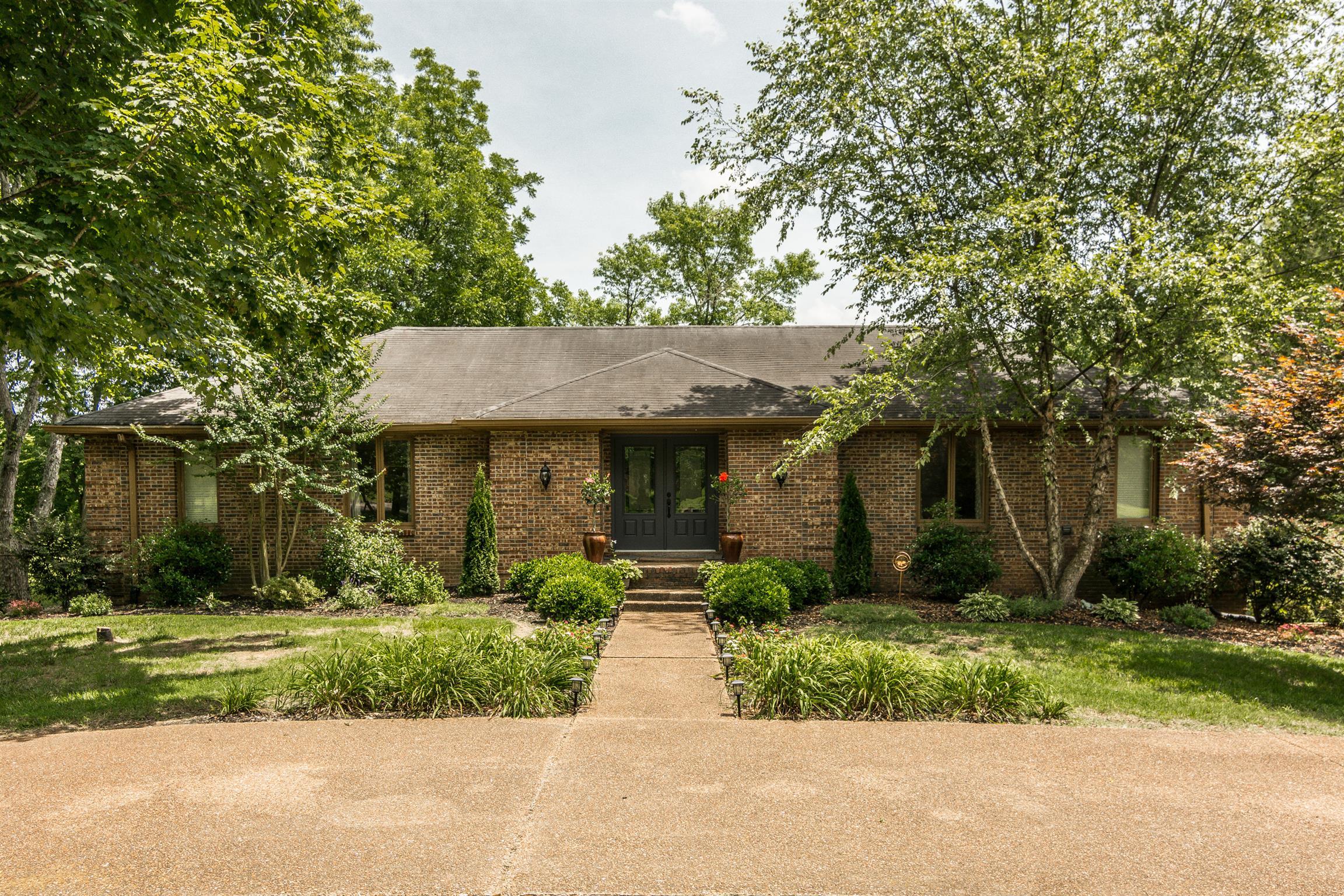2433 Mansker Dr, Madison, TN 37115 - Madison, TN real estate listing