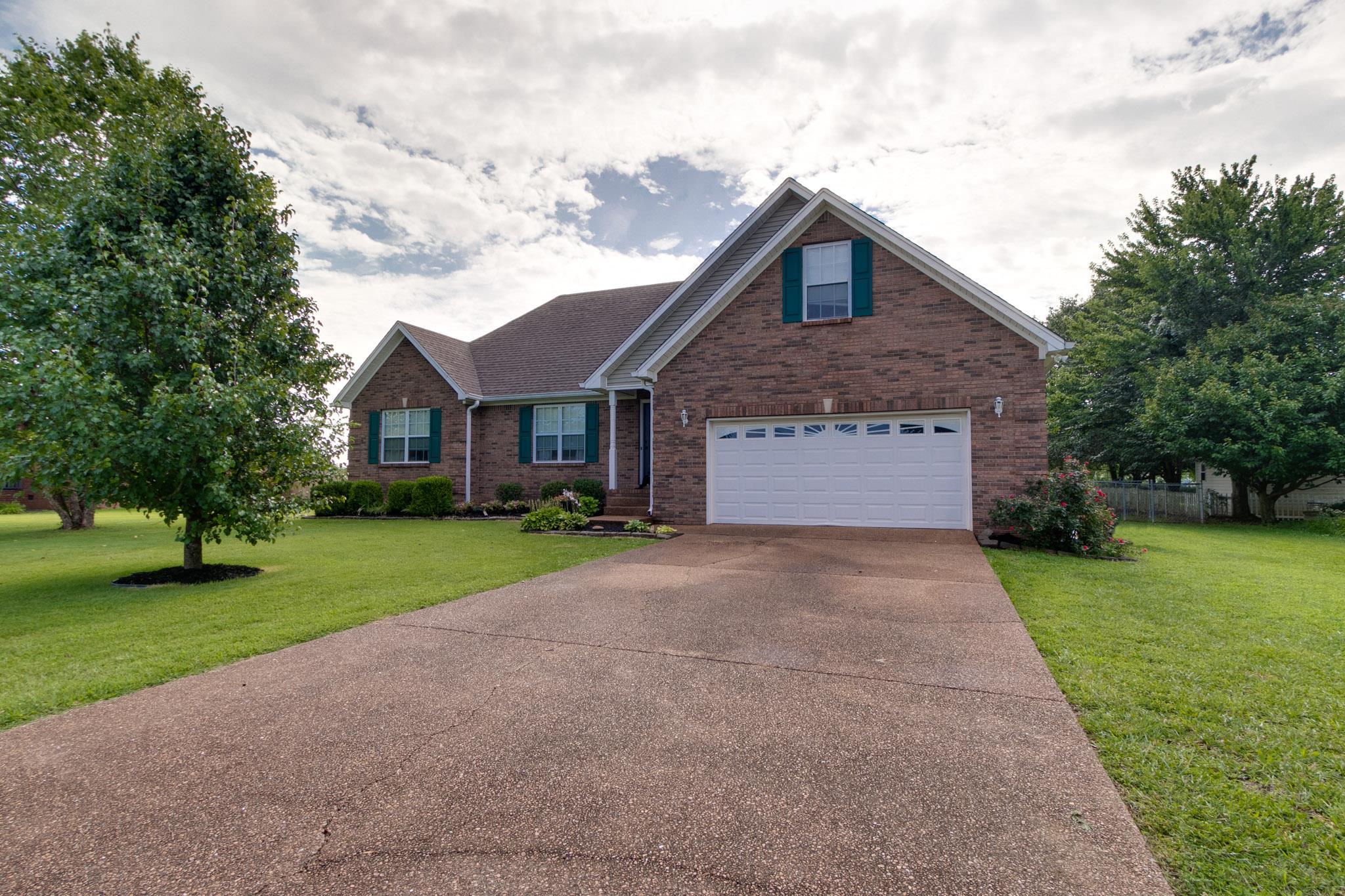 109 Irish Oaks Dr, Portland, TN 37148 - Portland, TN real estate listing
