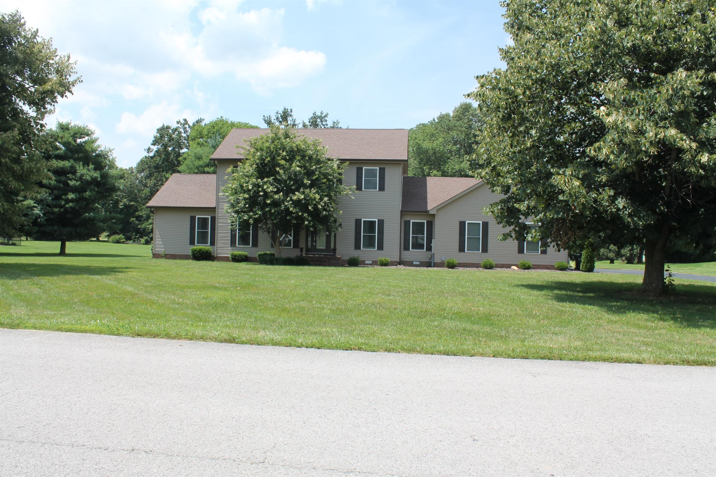 1341 Shallow Lake Circle, Hopkinsville, KY 42240 - Hopkinsville, KY real estate listing
