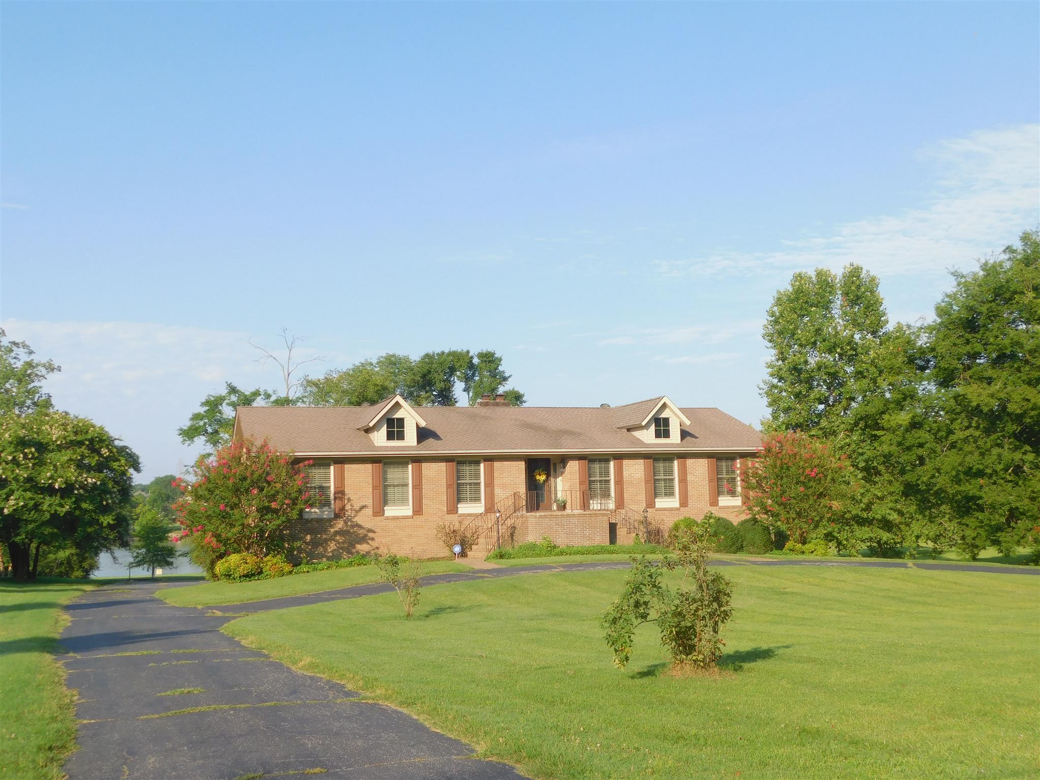 1056 Lakeshore Dr, Gallatin, TN 37066 - Gallatin, TN real estate listing