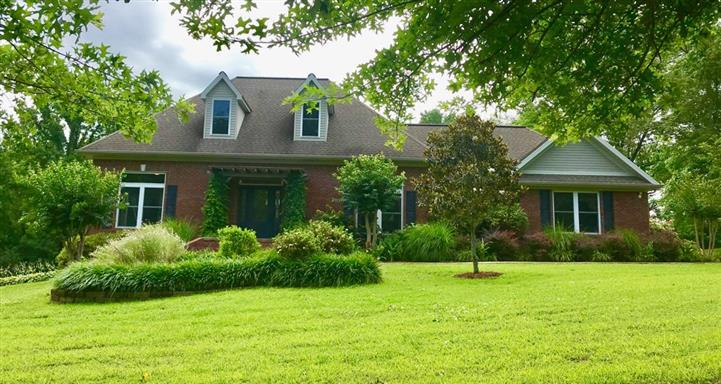 105 Clubhouse Dr, Loretto, TN 38469 - Loretto, TN real estate listing