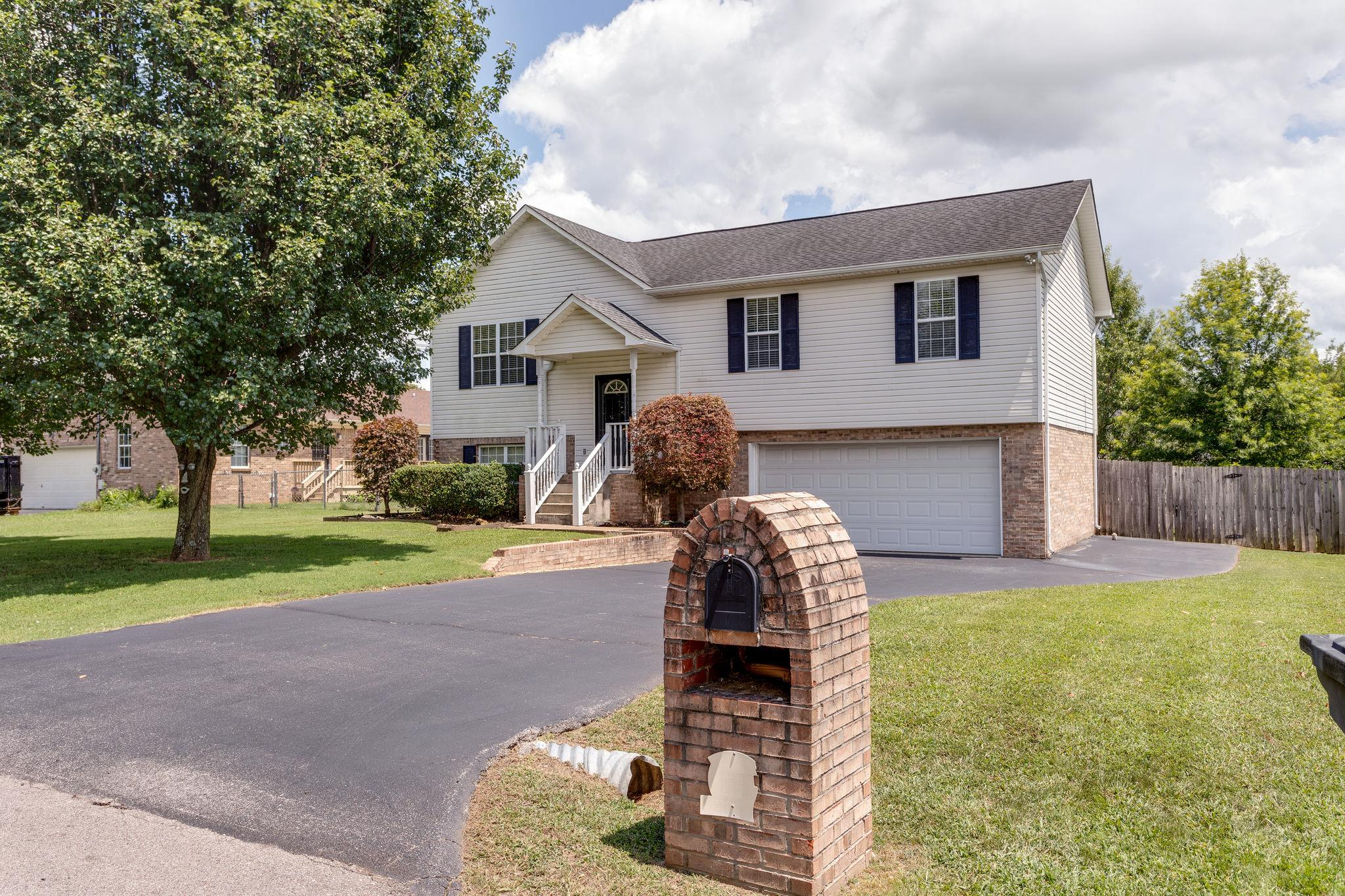 J E Woodard Elementary Real Estate Listings Main Image