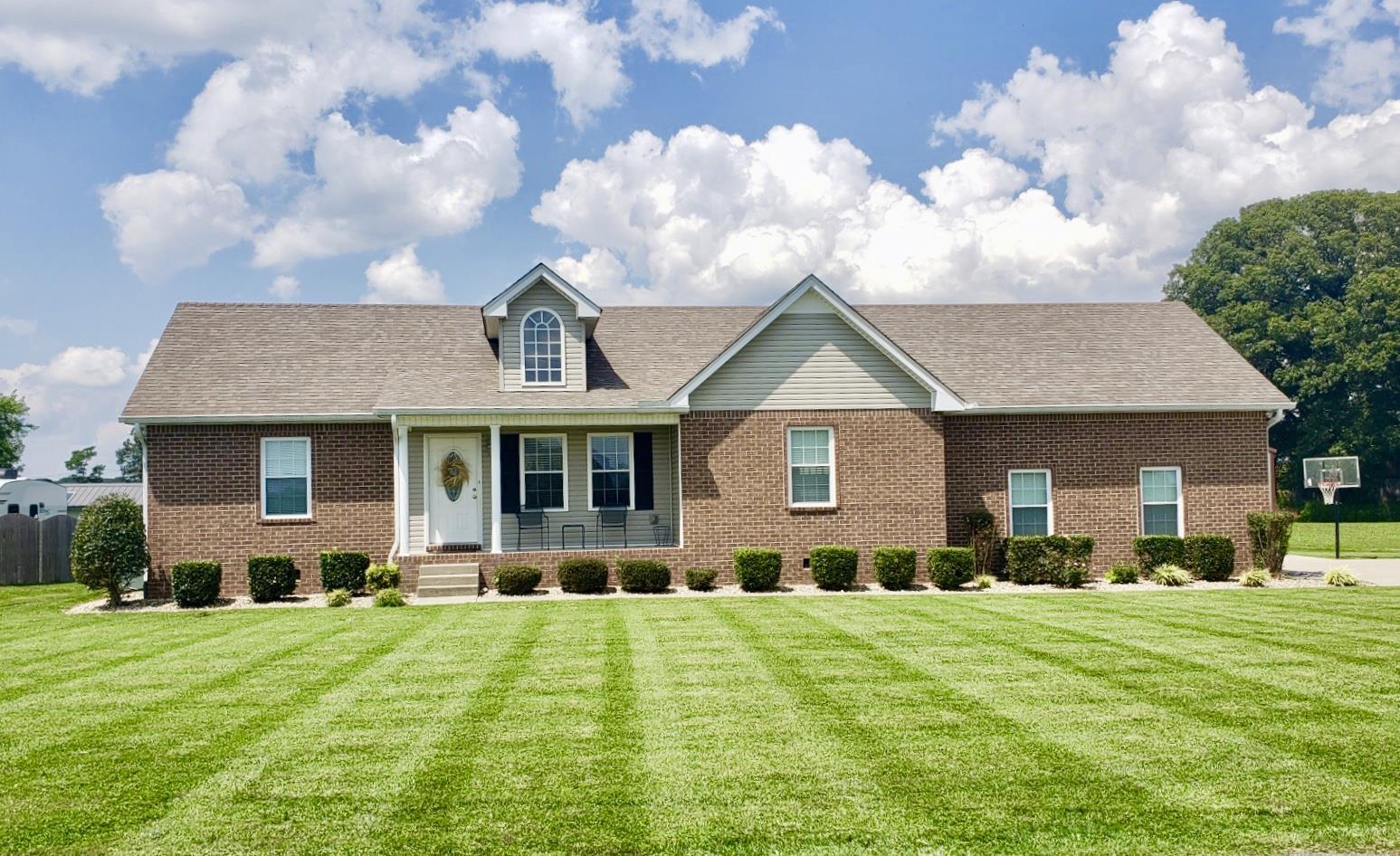 1014 Kimberly Dr, Cross Plains, TN 37049 - Cross Plains, TN real estate listing