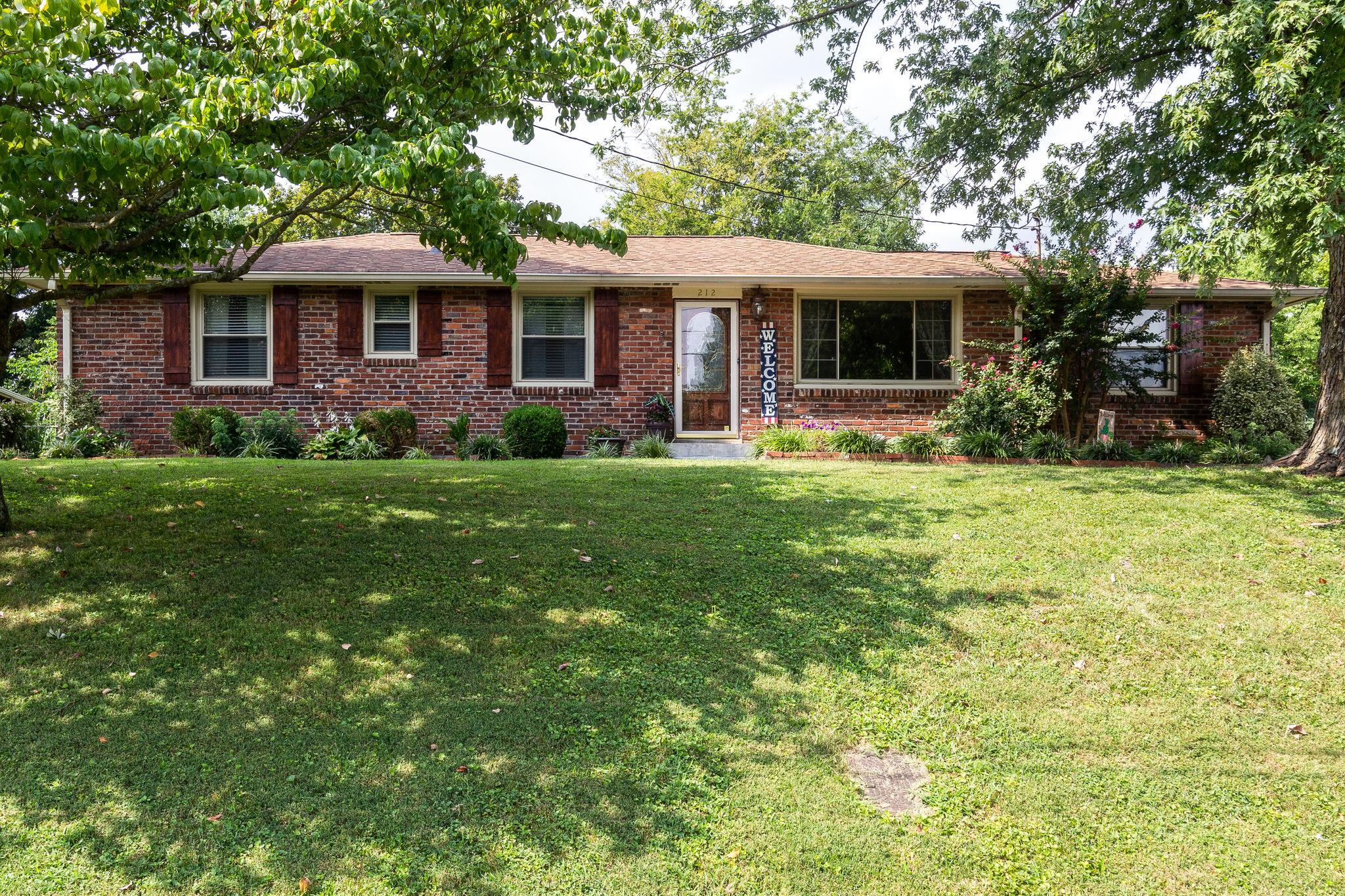 212 Bonnaoaks Dr, Hermitage, TN 37076 - Hermitage, TN real estate listing