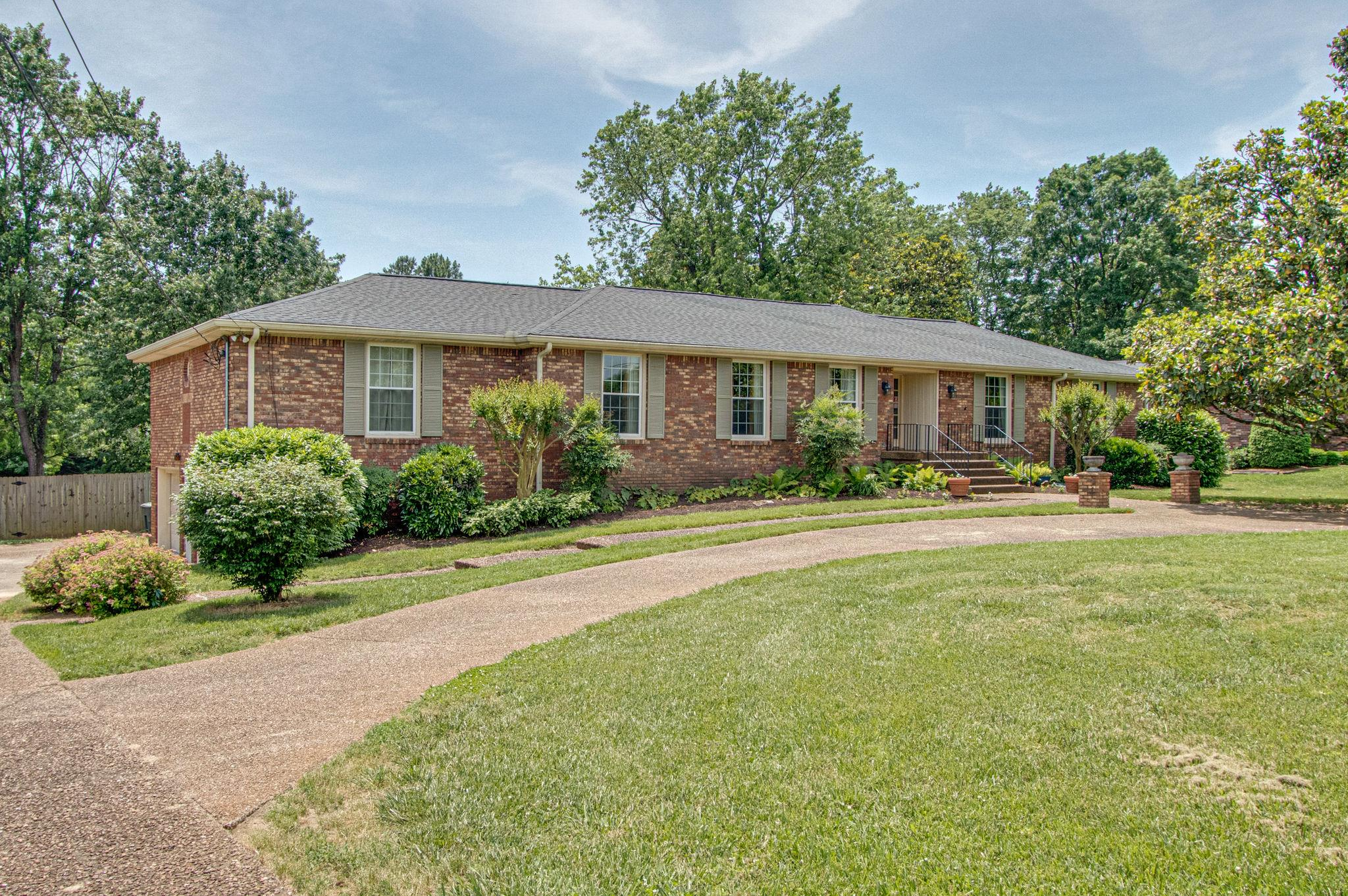 218 Montchanin Dr, Old Hickory, TN 37138 - Old Hickory, TN real estate listing