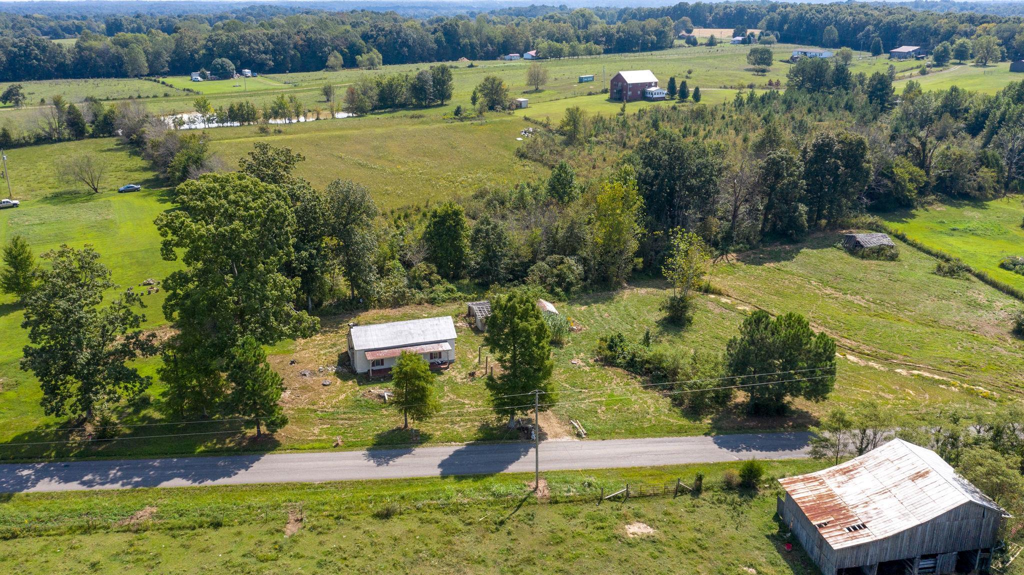 1050 James Snow Rd, Westmoreland, TN 37186 - Westmoreland, TN real estate listing