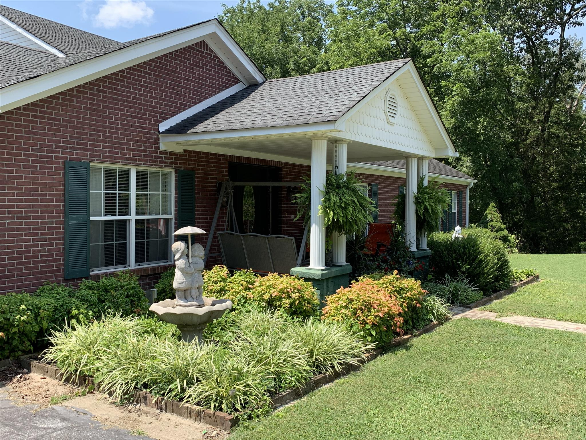 1215 E Gaines St, Lawrenceburg, TN 38464 - Lawrenceburg, TN real estate listing