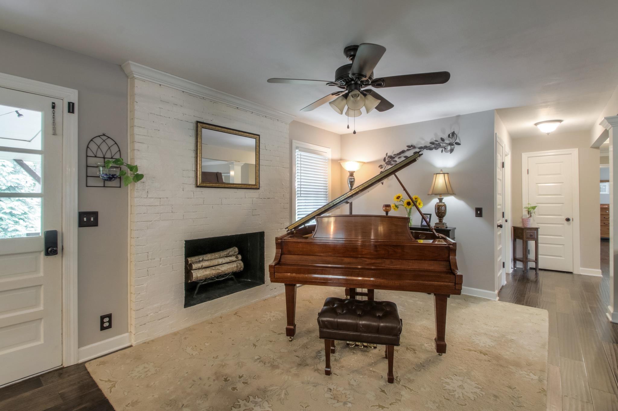 8139 Highway 25E Property Photo - Cross Plains, TN real estate listing