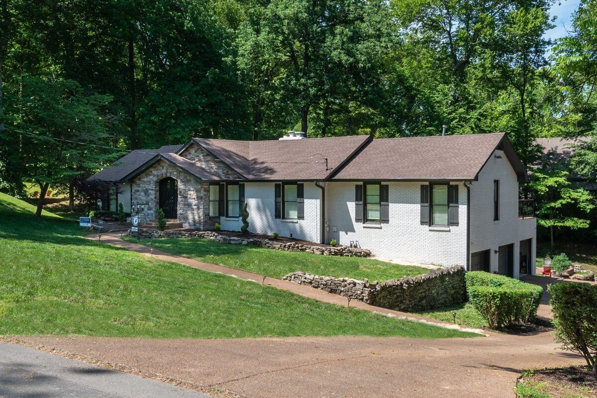 597 Indian Lake Rd, Hendersonville, TN 37075 - Hendersonville, TN real estate listing