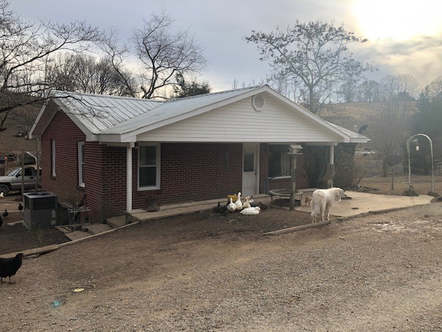 1176 Creecy Cut Property Photo - Collinwood, TN real estate listing