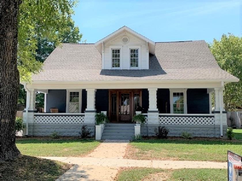 209 N Polk St Property Photo