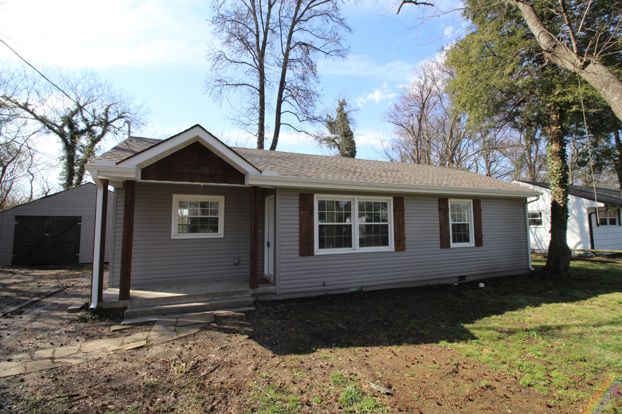 1011 Hillcrest Dr Property Photo