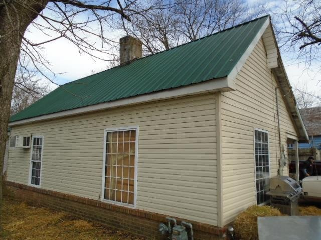 304 20Th Ave E Property Photo - Springfield, TN real estate listing