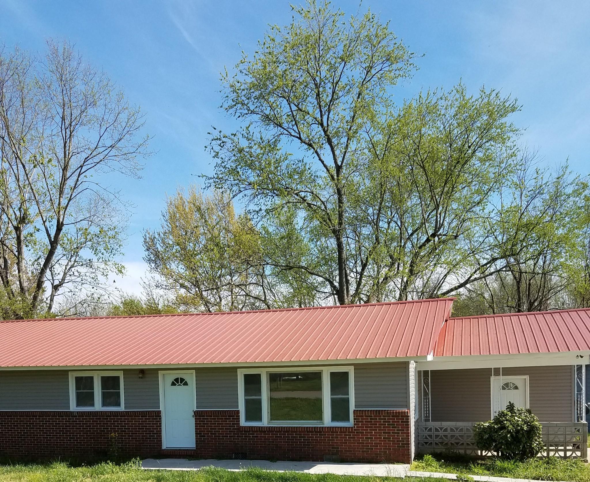 322 Alabama St Property Photo - Huntland, TN real estate listing