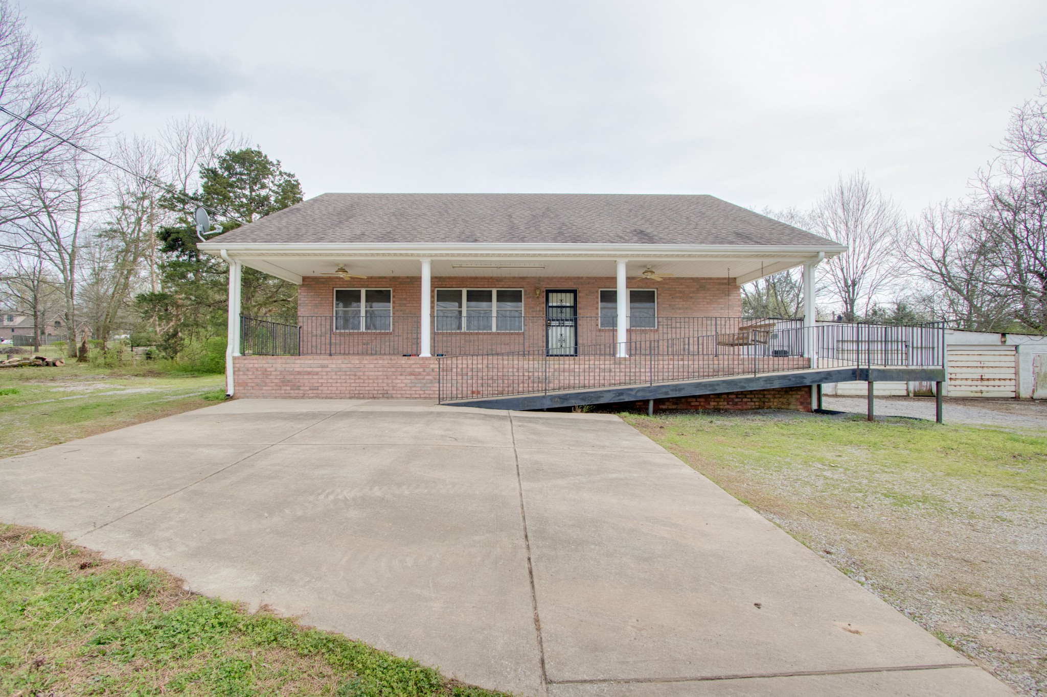 180 NW Rutland Rd Property Photo - Mount Juliet, TN real estate listing