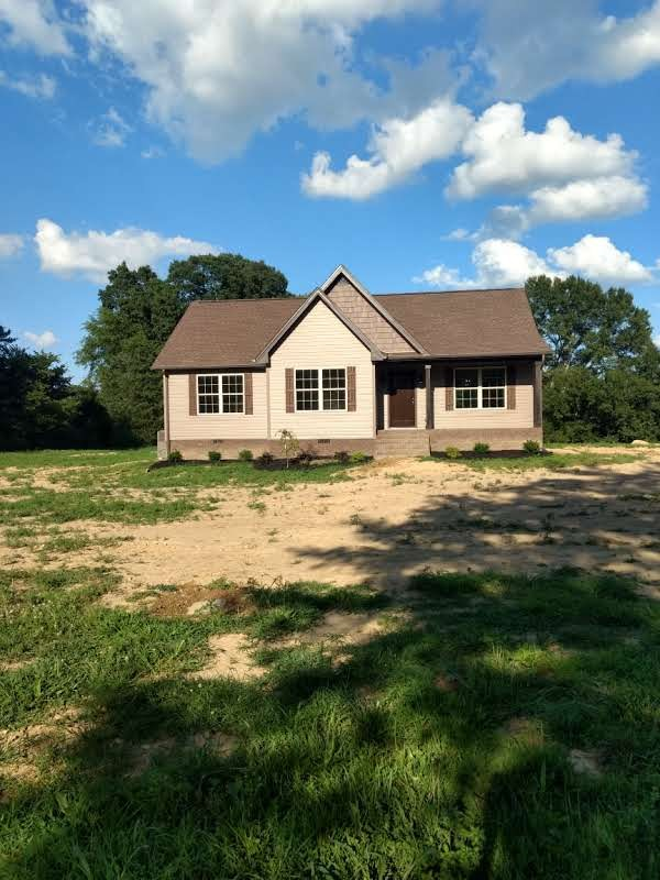 1368 Wixtown Road Property Photo - Westmoreland, TN real estate listing