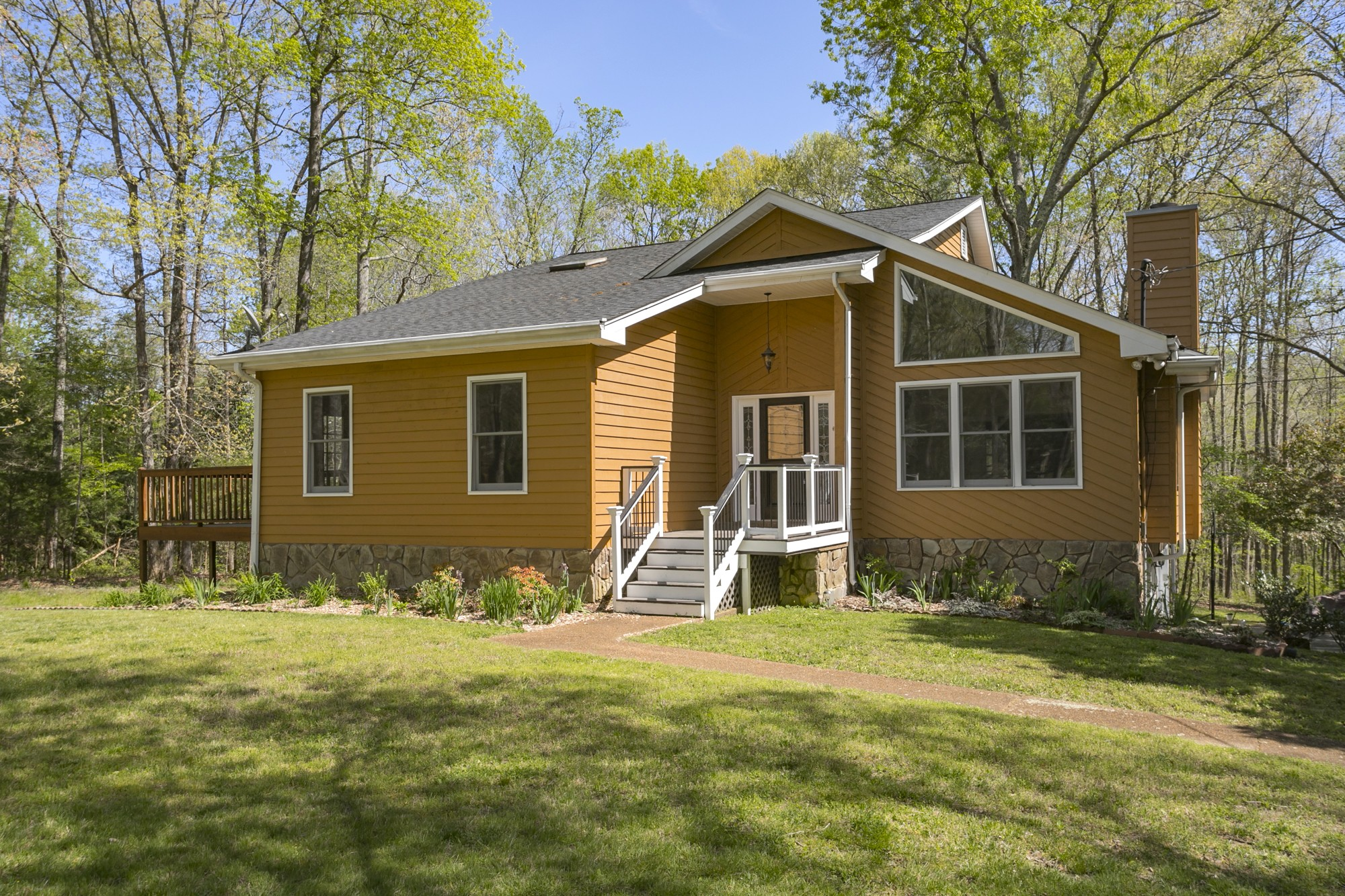 1075 Bald Eagle Dr Property Photo - Kingston Springs, TN real estate listing