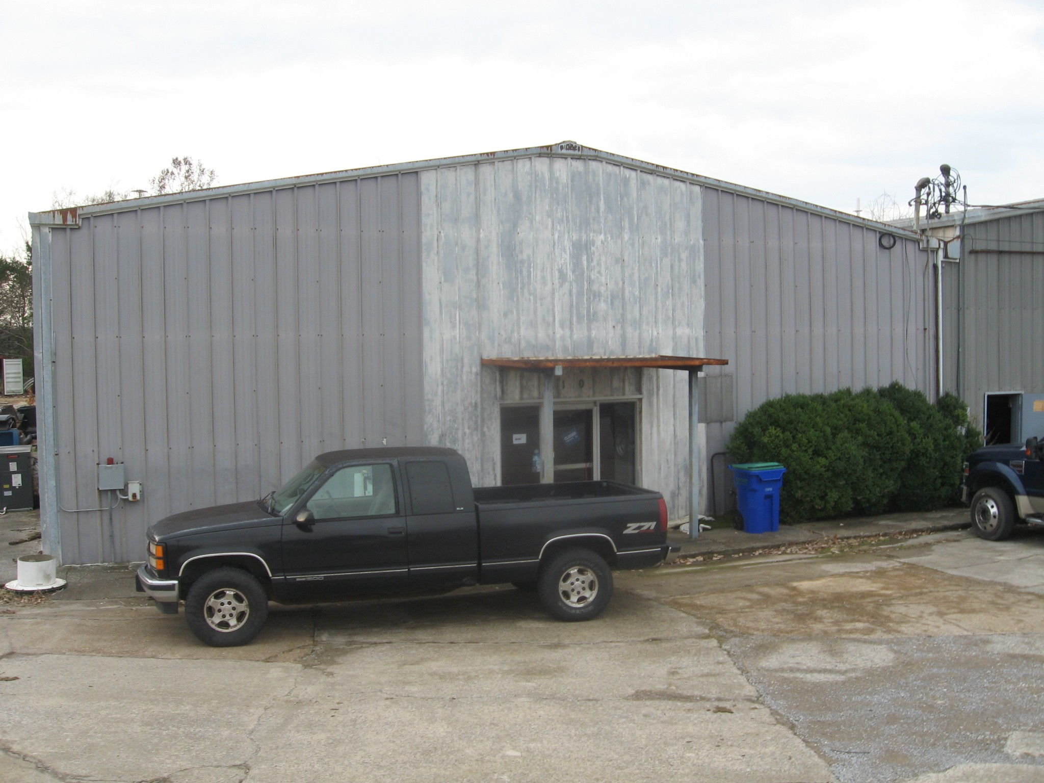 210 Industrial Dr Property Photo