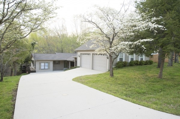 110 Holly Tree Dr Property Photo - Estill Springs, TN real estate listing