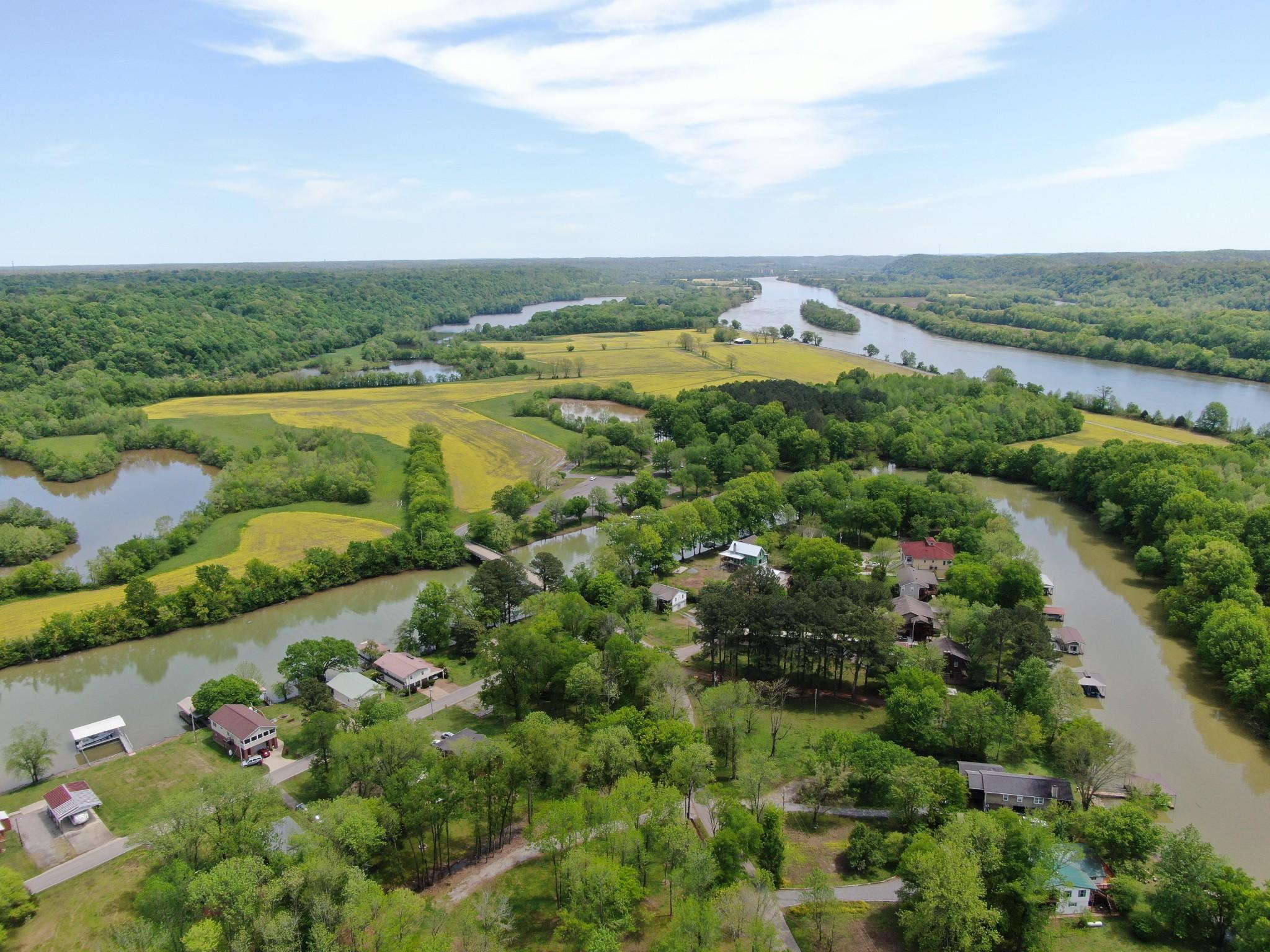 1522 Matlock Dr Property Photo - Chapmansboro, TN real estate listing