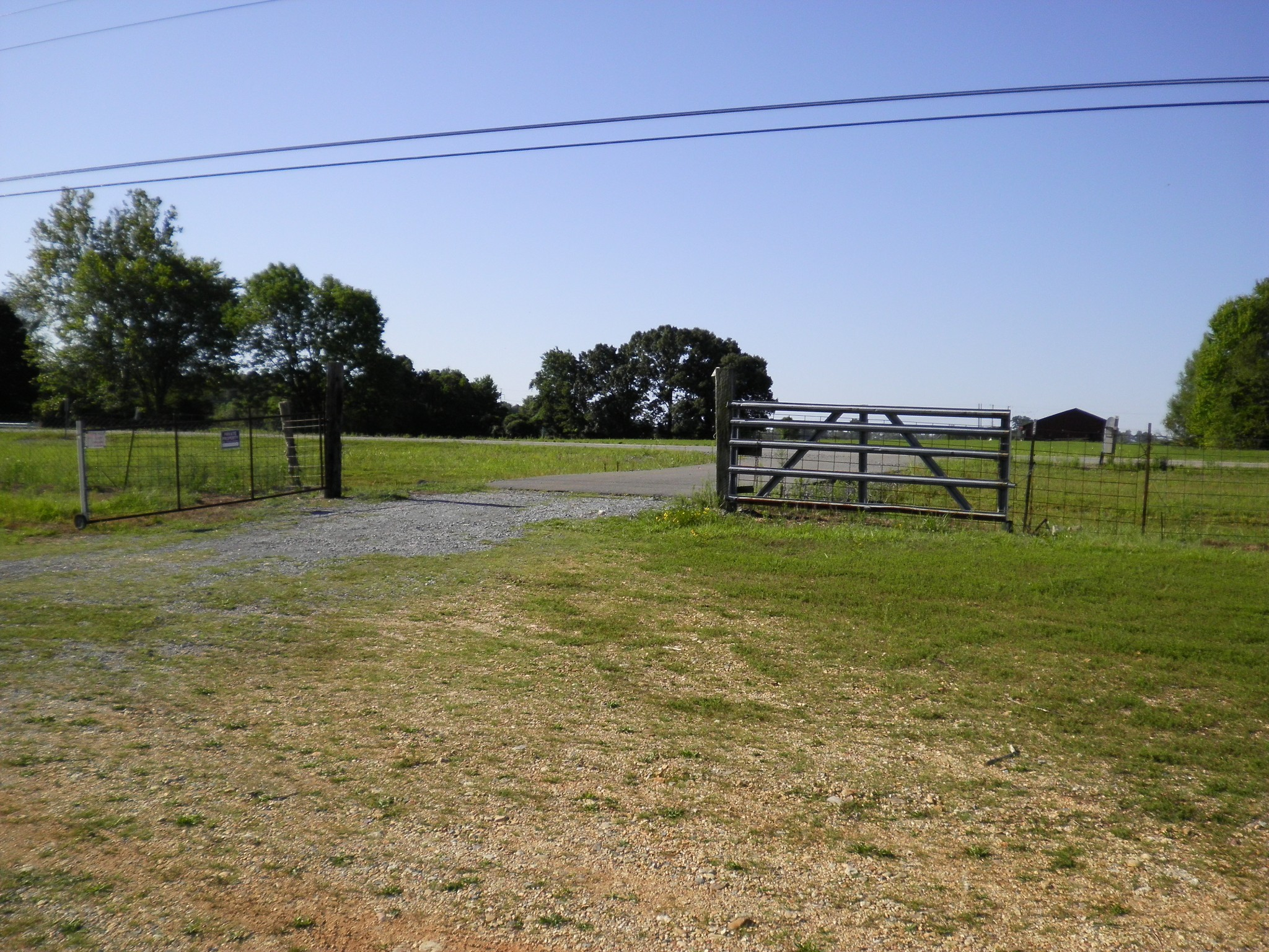 2521 Highway 79 Property Photo - Indian Mound, TN real estate listing